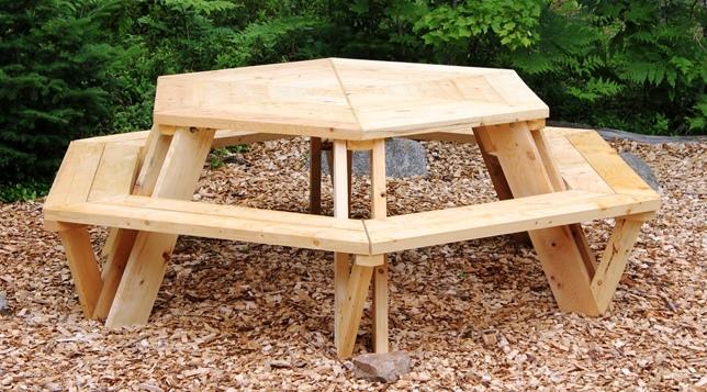 Selbstgebauter Picknicktisch